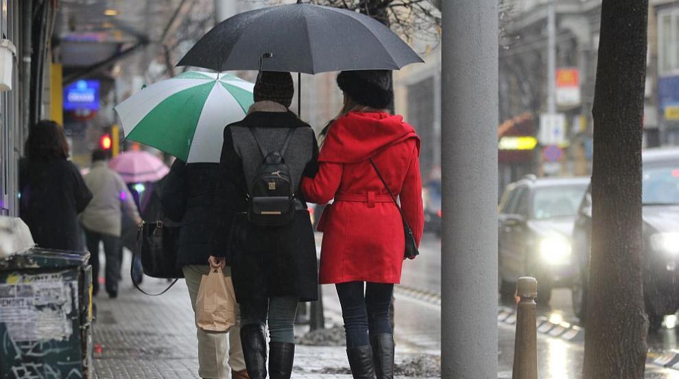 Дъжд и сняг ще се редуват през следващите дни
