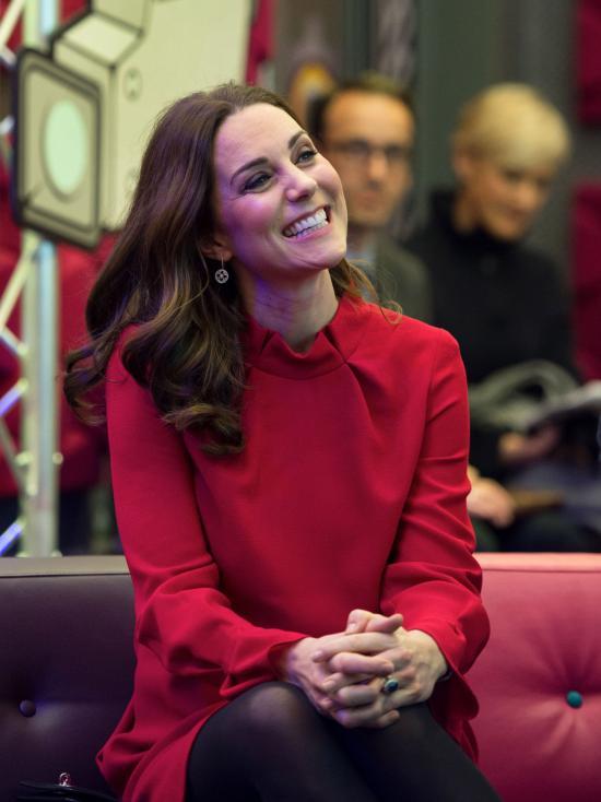 - Херцогинята на Кеймбридж Кейт Мидълтън и принц Уилям посетиха Манчестър. Кралската двойка, която очаква през 2018 г., своята трета рожба, бяха там...