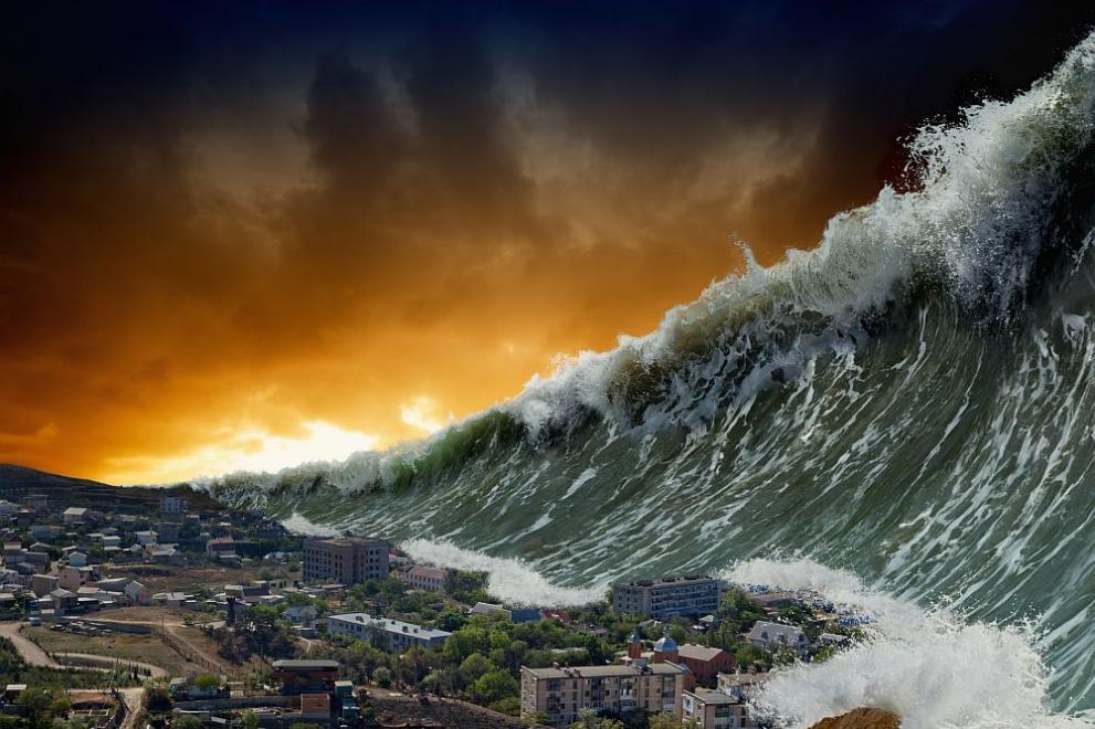 Япония почита паметта на жертвите на земетресението и цунамито от ...