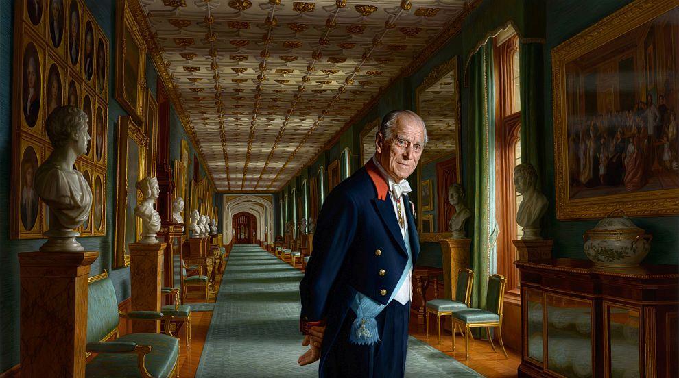 Нов портрет: Принц Филип в коридор в замъка Уиндзор (СНИМКА)