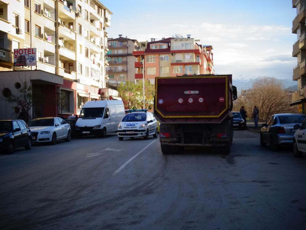Резултат с изображение за Камион прегази момиче на пешеходна пътека в Благоевград
