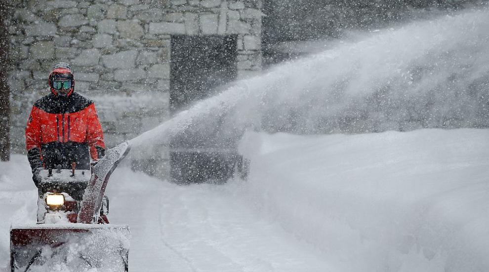 Във Франция възстановяват тока след снежната буря