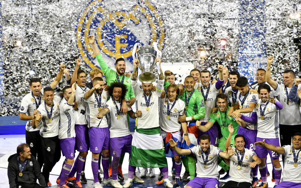 Кадър на Реал Мадрид поема към Шанхай Шенхуа
