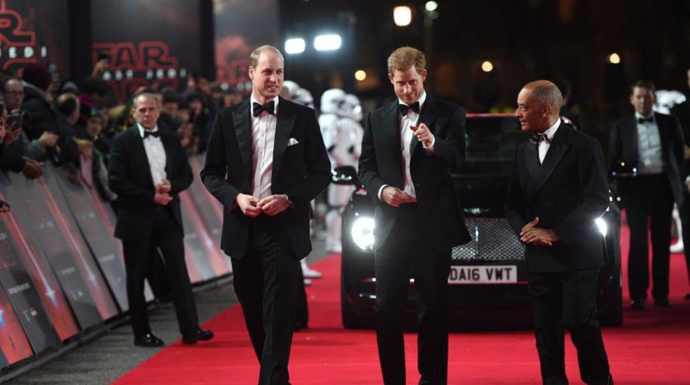"""""""Щурмоваците"""" Уилям и Хари на премиерата на """"Междузвездни войни"""" (СНИМКИ)"""