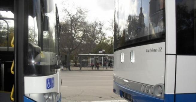 Дете пострада при пътен инцидент на автобусна спирка на варненския