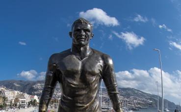 Юве ще осее Торино със статуи на Роналдо за селфита