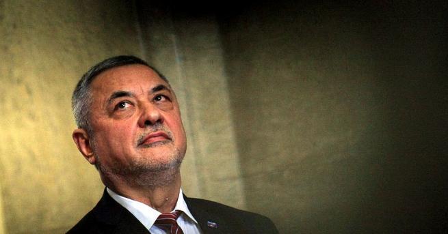Вицепремиерът Симеонов: Защо президентът не подаде сигнал до прокуратурата? Скандалът