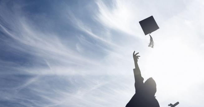 Студенти и докторанти могат да кандидатстват за кредити в седем