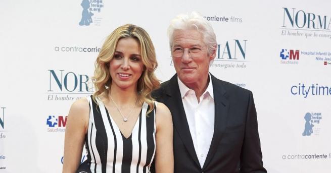Ричард Гиър и съпругата му Алехандра Силва очакват дете, съобщи