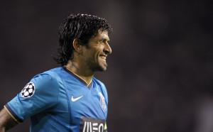 Бивш играч на Порто и Марсилия обвинен, че душил жена си пред сина им