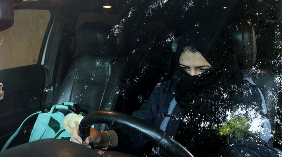 Саудитска Арабия ще разреши на жените да карат мотоциклети и камиони