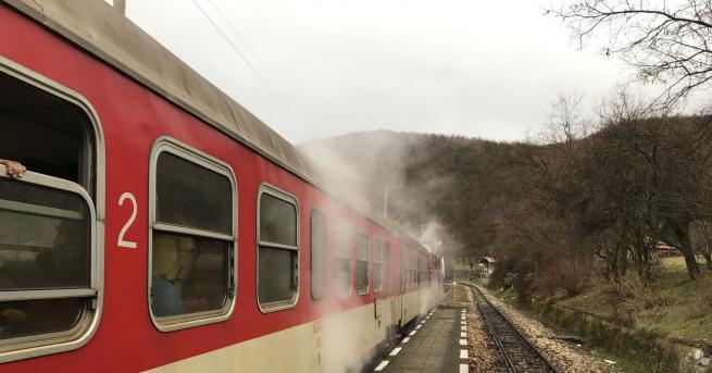 За тежък инцидент с пътнически влак, движещ се от с.