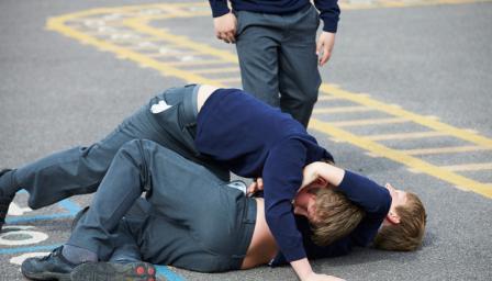 Агресия в училище: съученици се сбиха, един е пострадал