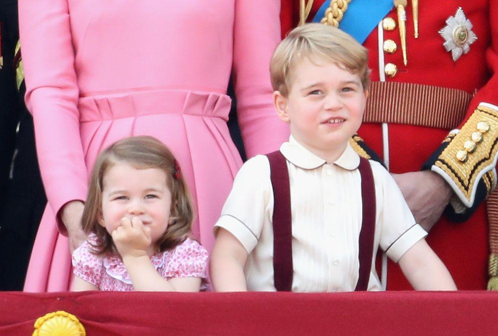 Предлагаме в нашата галерия най-сладките моменти на принц Джордж и принцеса Шарлот от отминаващата година