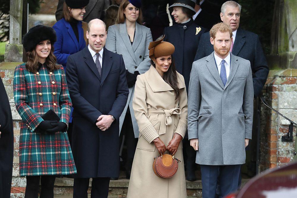 Кралица Елизабет Втора и членове на кралското семейство, към които се присъедини и годеницата на принц Хари, Меган Маркъл, присъстваха на коледна литургия в Сандрингам