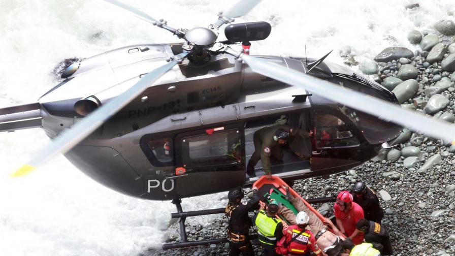 Ужасяваща катастрофа, бус летя в 100 метрова пропаст в Перу