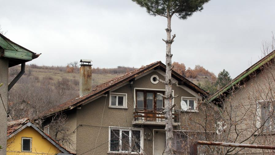 Къщата, където са извършени убийствата в Нови Искър