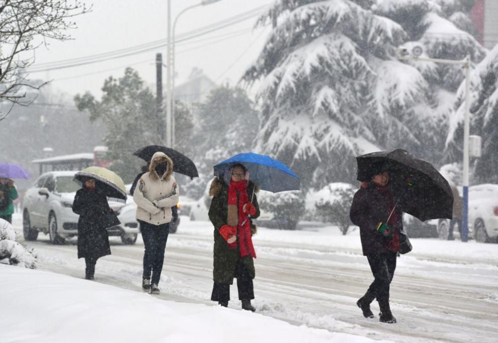 сняг Китай