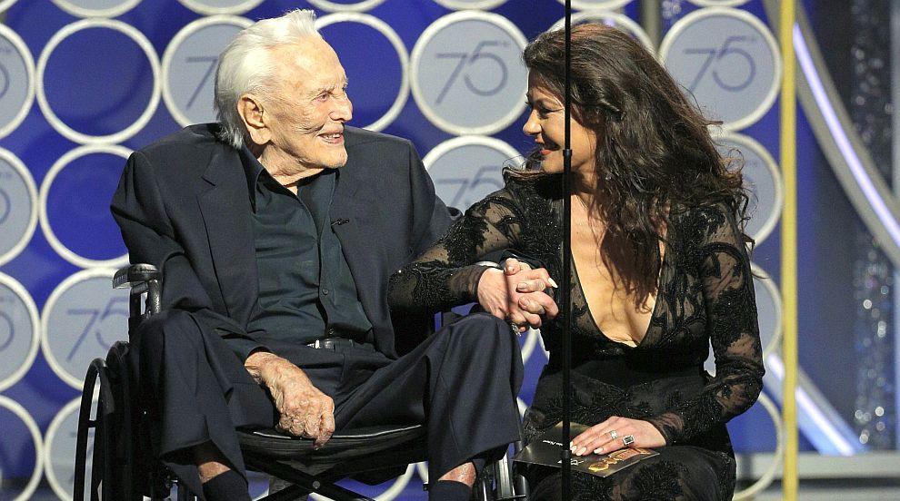 101-годишният Кърк Дъглас – най-яркият момент на Златен глобус (СНИМКИ/ВИДЕО)