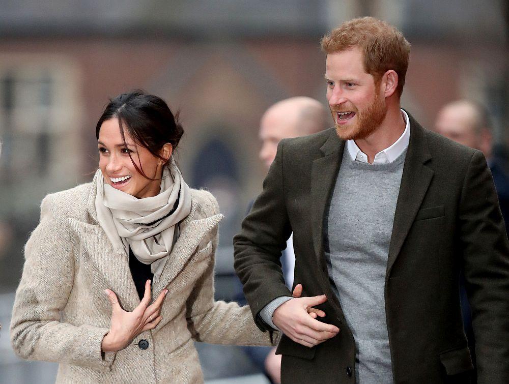 Принц Хари и бъдещата му съпруга Меган Маркъл очароваха хората при появата си в южната част на Лондон