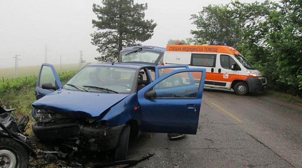 Мъж загина при челен сблъсък между два автомобила