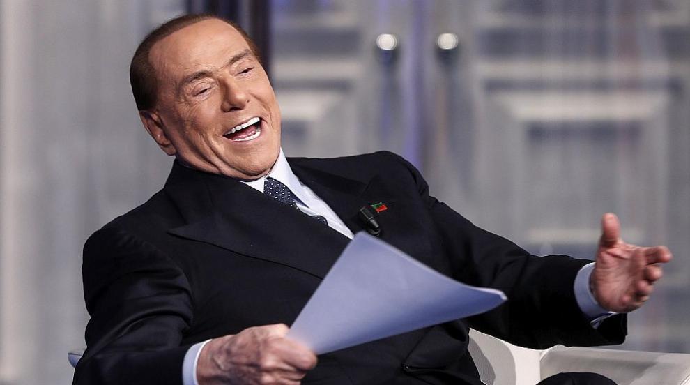 Новата приятелка на Берлускони си татуира неговите...