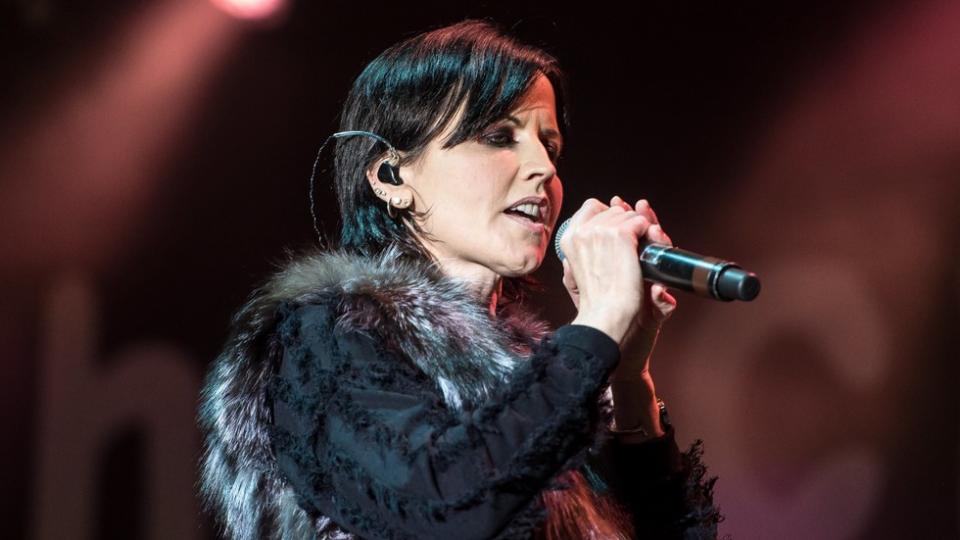 """Почина вокалистката на """"The Cranberries"""" Долорес О'Риърдън"""