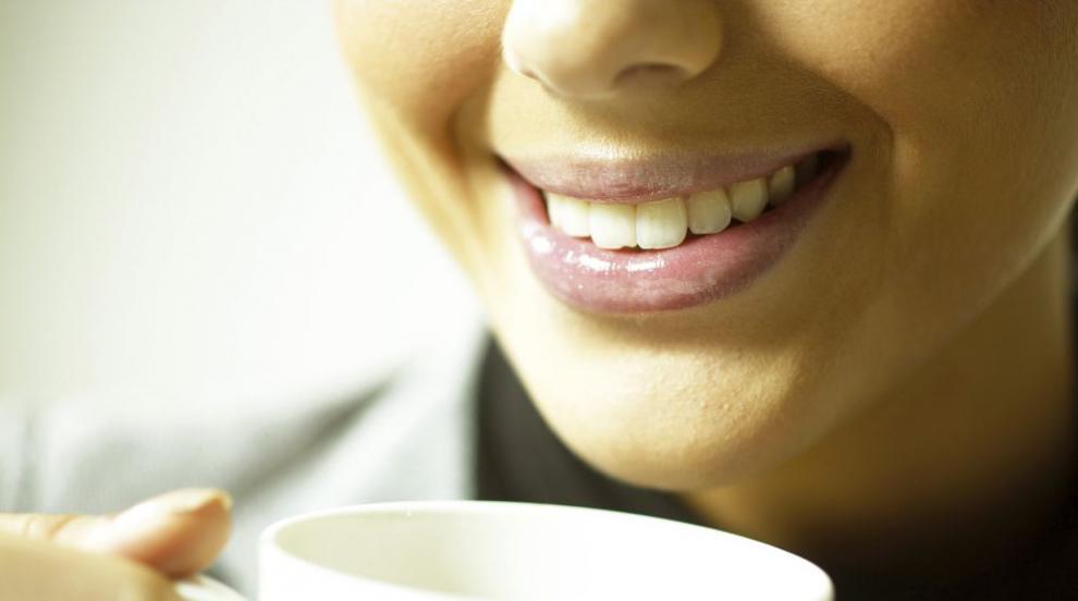 Пет храни, които ще ви помогнат да имате блестящи бели зъби (ВИДЕО)