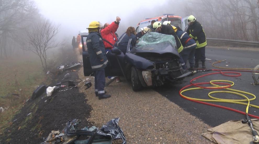 Тежка катастрофа край Хасково уби жена, други две са ранени