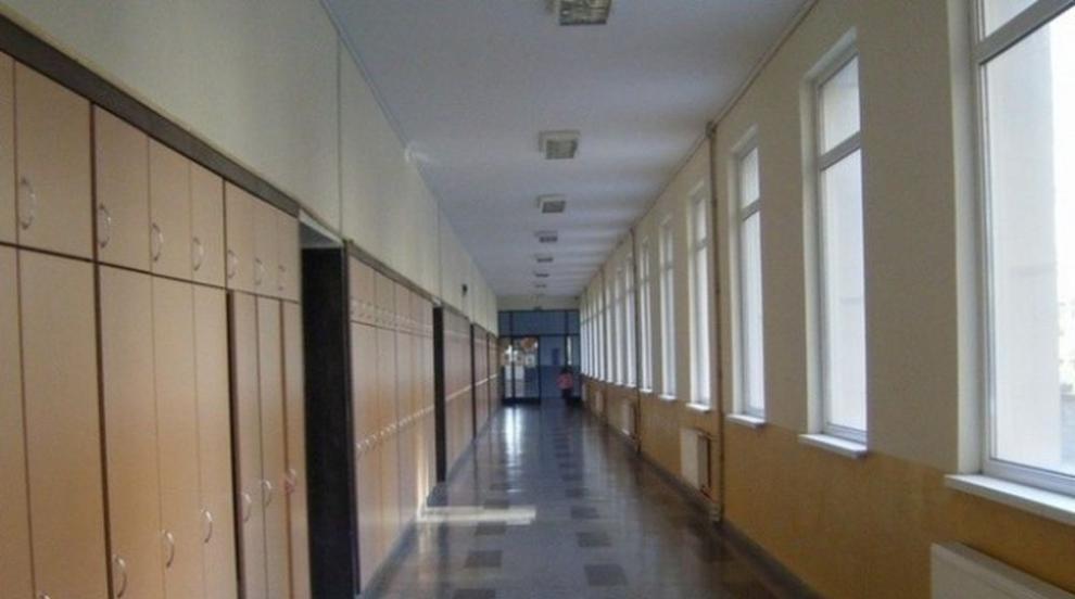 За следващата учебна година в половината училища ще има шкафчета