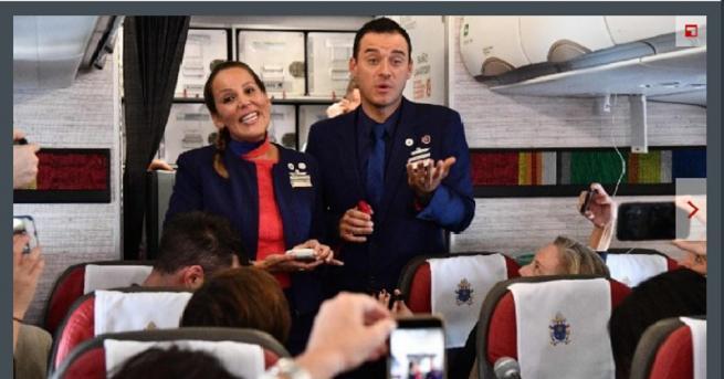 Папа Франциск бракосъчета днес стюард и стюардеса на борда на