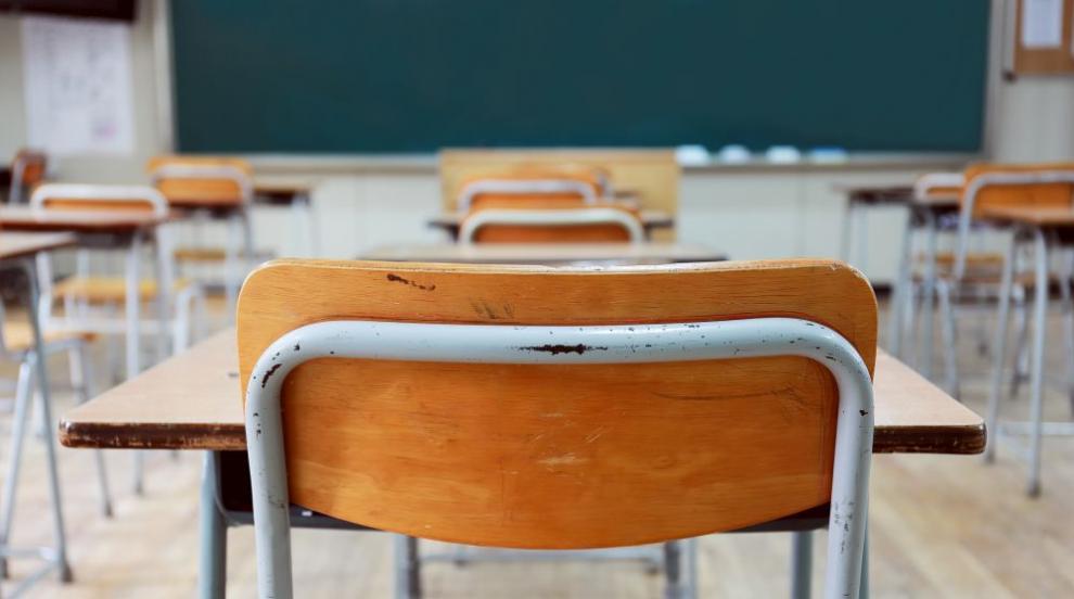Образователният министър: Учителската заплата трябва да превишава...