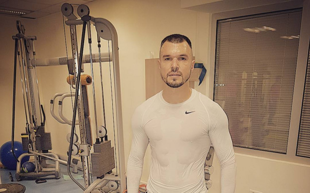 Валери Божинов продължава да се труди усилено във фитнеса и