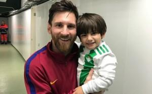 Меси зарадва свой малък почитател