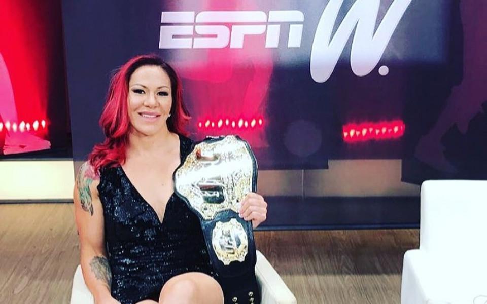 Женски бой ще спасява UFC 222 от пропадане