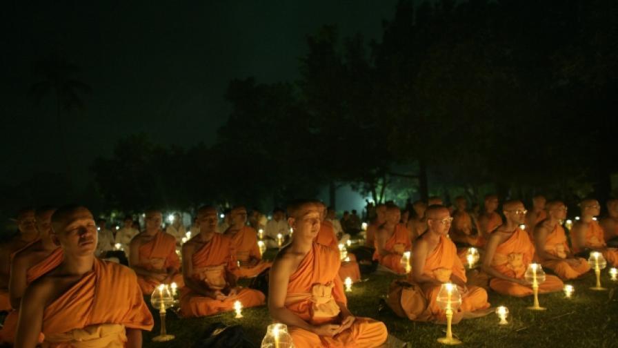Будистки монаси по време на медитация.