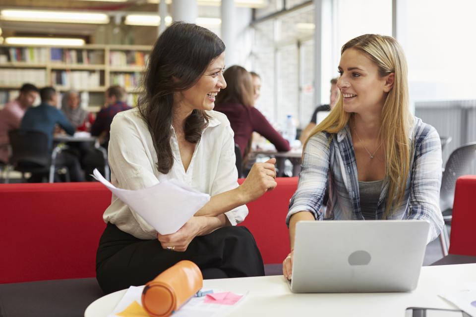 жени офис колеги