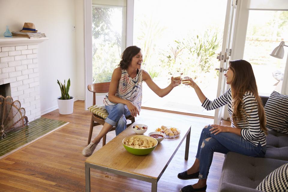 приятелка жена вино