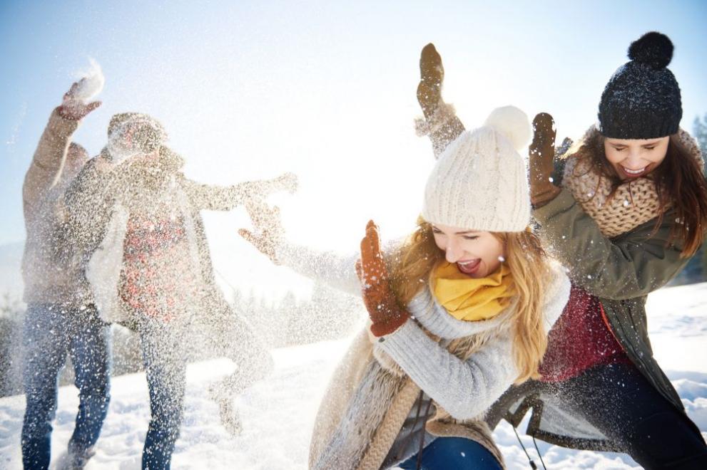 зима сняг хора