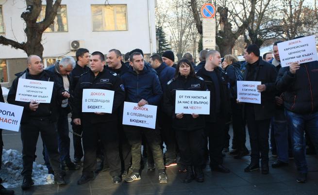 Надзирателите излязоха на протест, искат 20% увеличение на заплатите