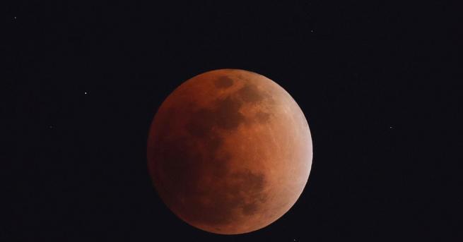 Китай ще продължи да развива националната програма за лунни изследвания,