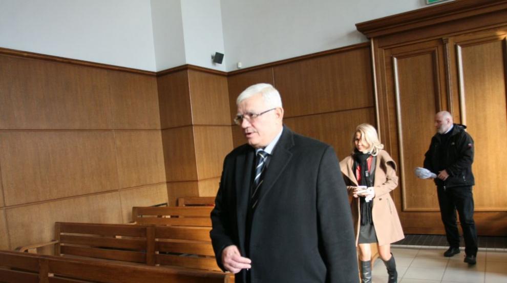 Проф. Ваньо Митев отрича да има общо с разкритата престъпна група в МУ