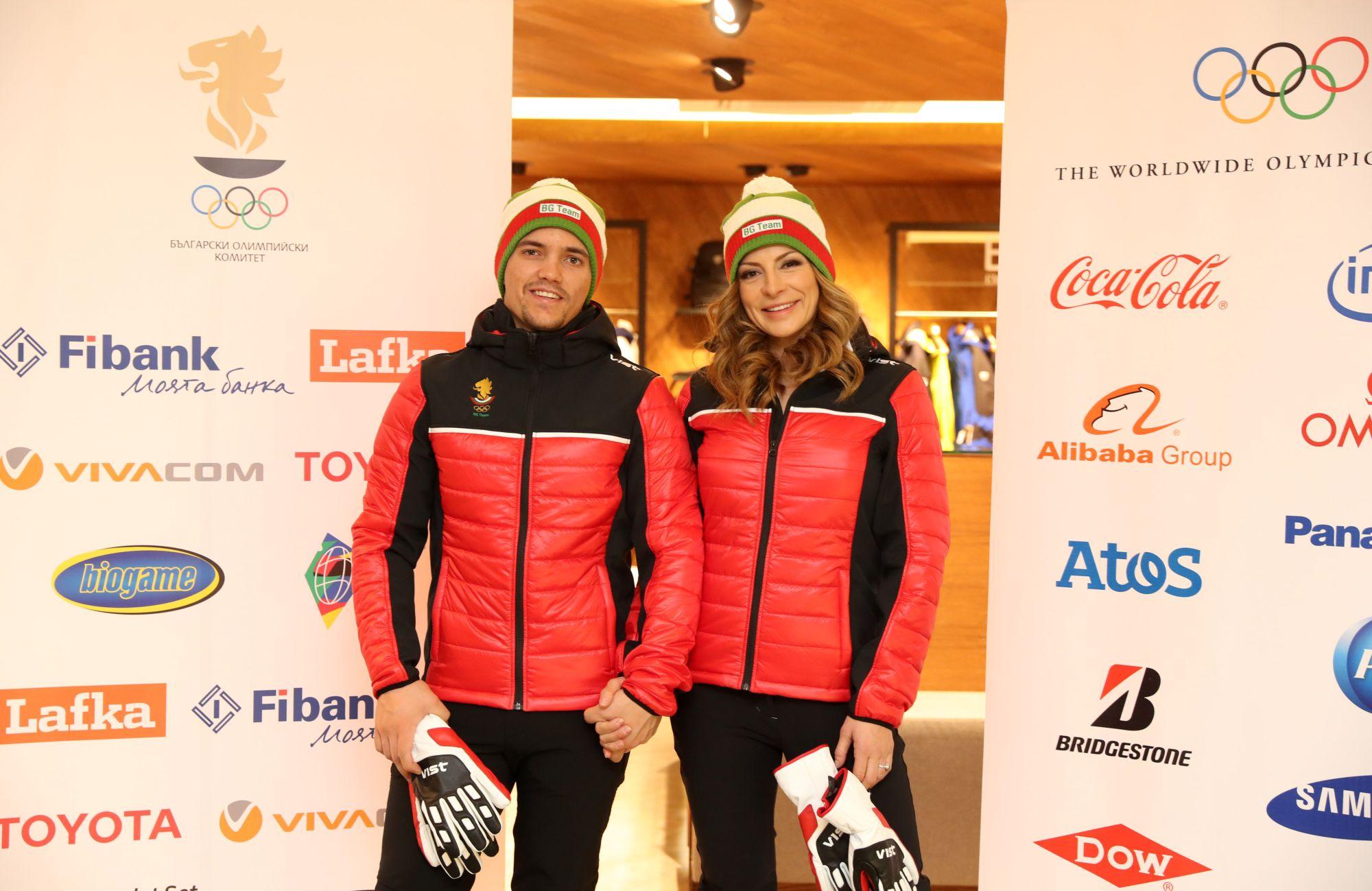 В ролята на манекени, за да презентират екипите, влязоха сноубордистката Александра Жекова и скиорът алпиец Алберт Попов. Спортната екипировка е на италианска фирма и включва яке, грейка, зимни черни панталони, блуза, две спортни горнища, кожени ръкавици, леко пухено зимно яке в червено-черно, шапка в цветовете на националния трикольор и др.