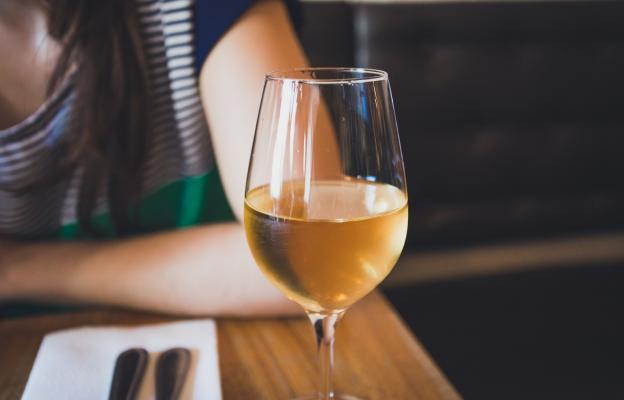 Ще си налея чаша вино и ще релаксирам!