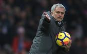 Феновете на Юнайтед и Моуриньо се счепкаха