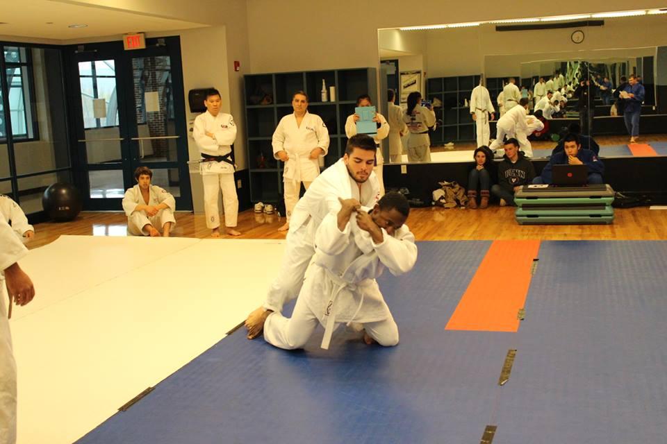 Виктор тренира 1г. джудо в САЩ
