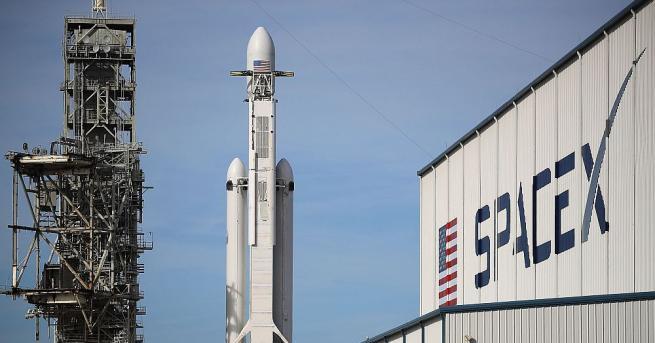Американската компания SpaceX отмени насрочения за неделя старт на ракетата