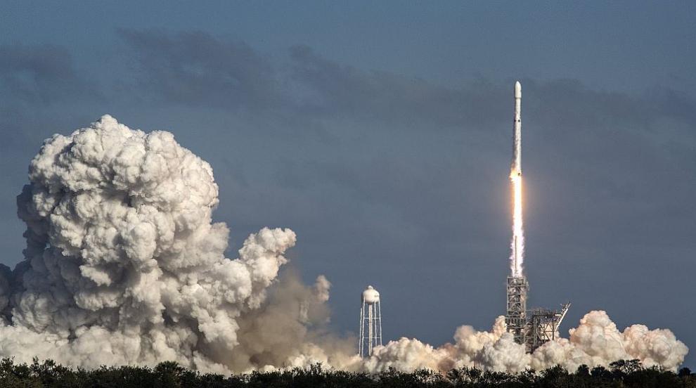 """""""SpaceX"""" се приводни успешно в Мексиканския залив..."""