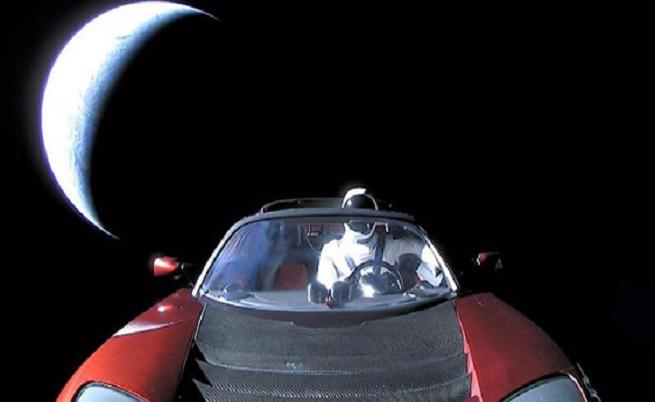 Tesla Roadster полетя към Марс, но загубите на Tesla са до Луната.