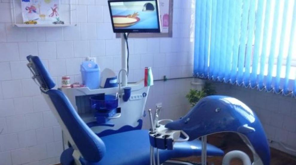 Зъболекар правил пломба на изваден зъб, негов колега - само по документи